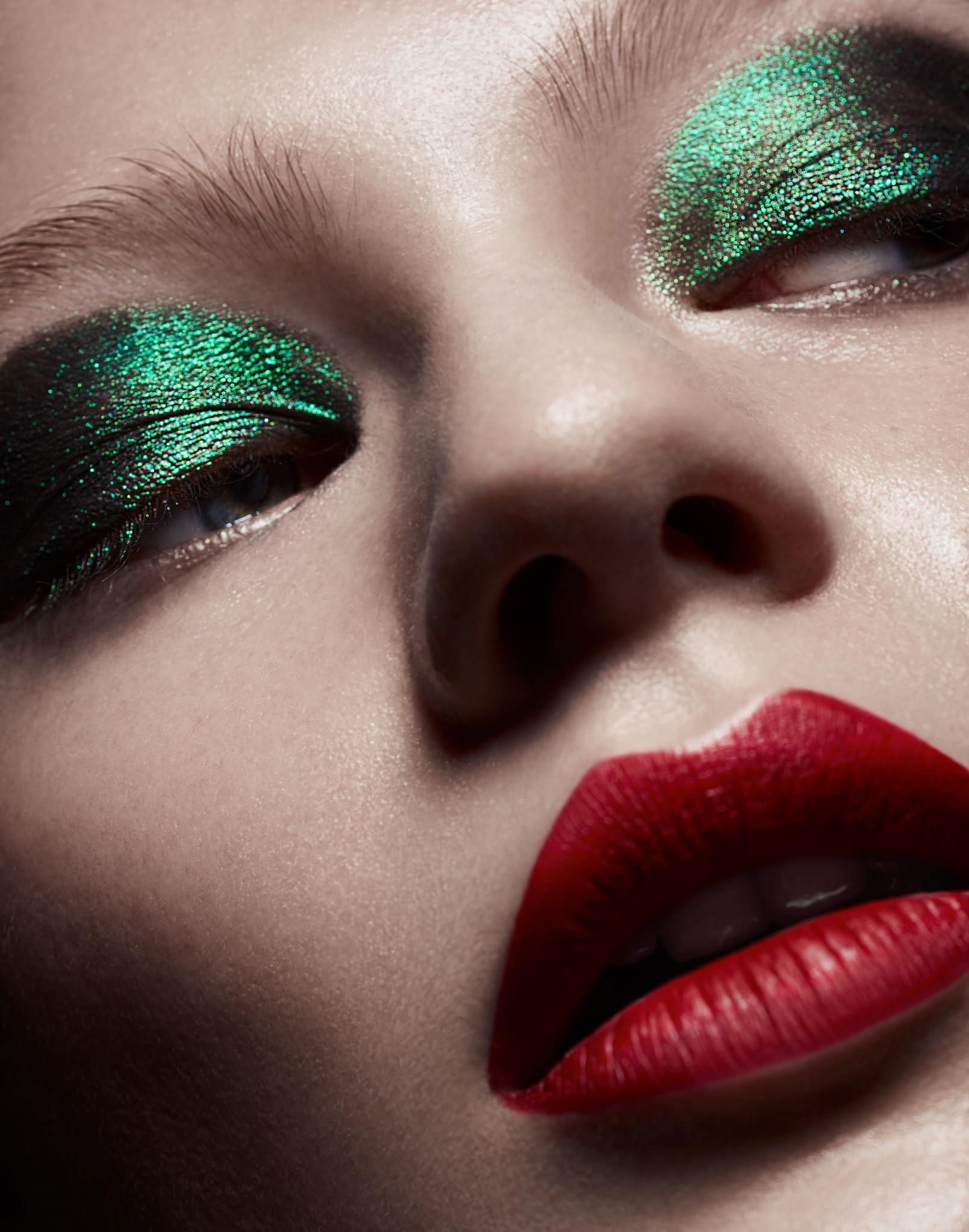 green eyeshadow with red lipstick makeup look